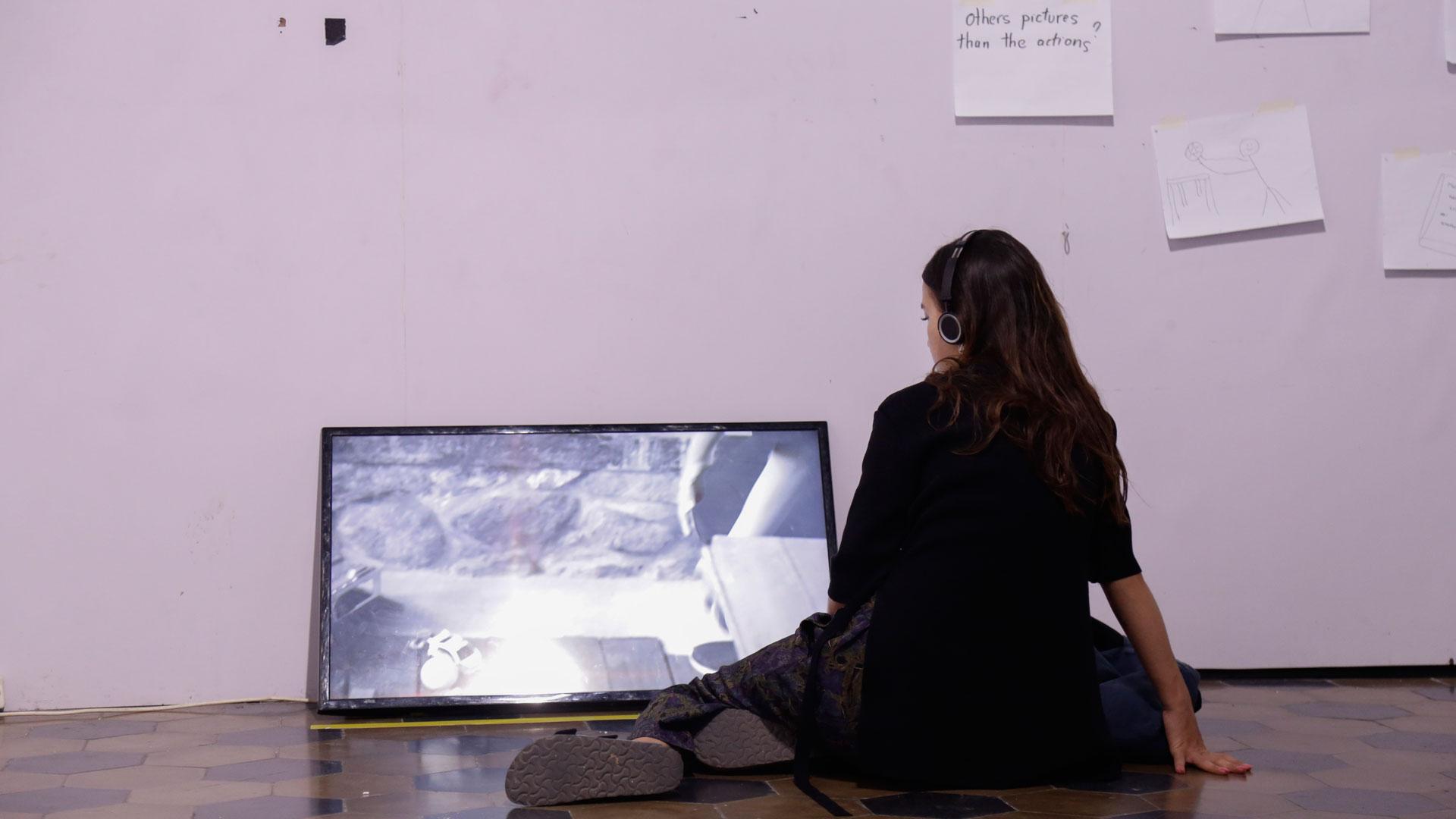 Pengunjung Festival Film Dokumenter menonton film program SCHOOLDOC