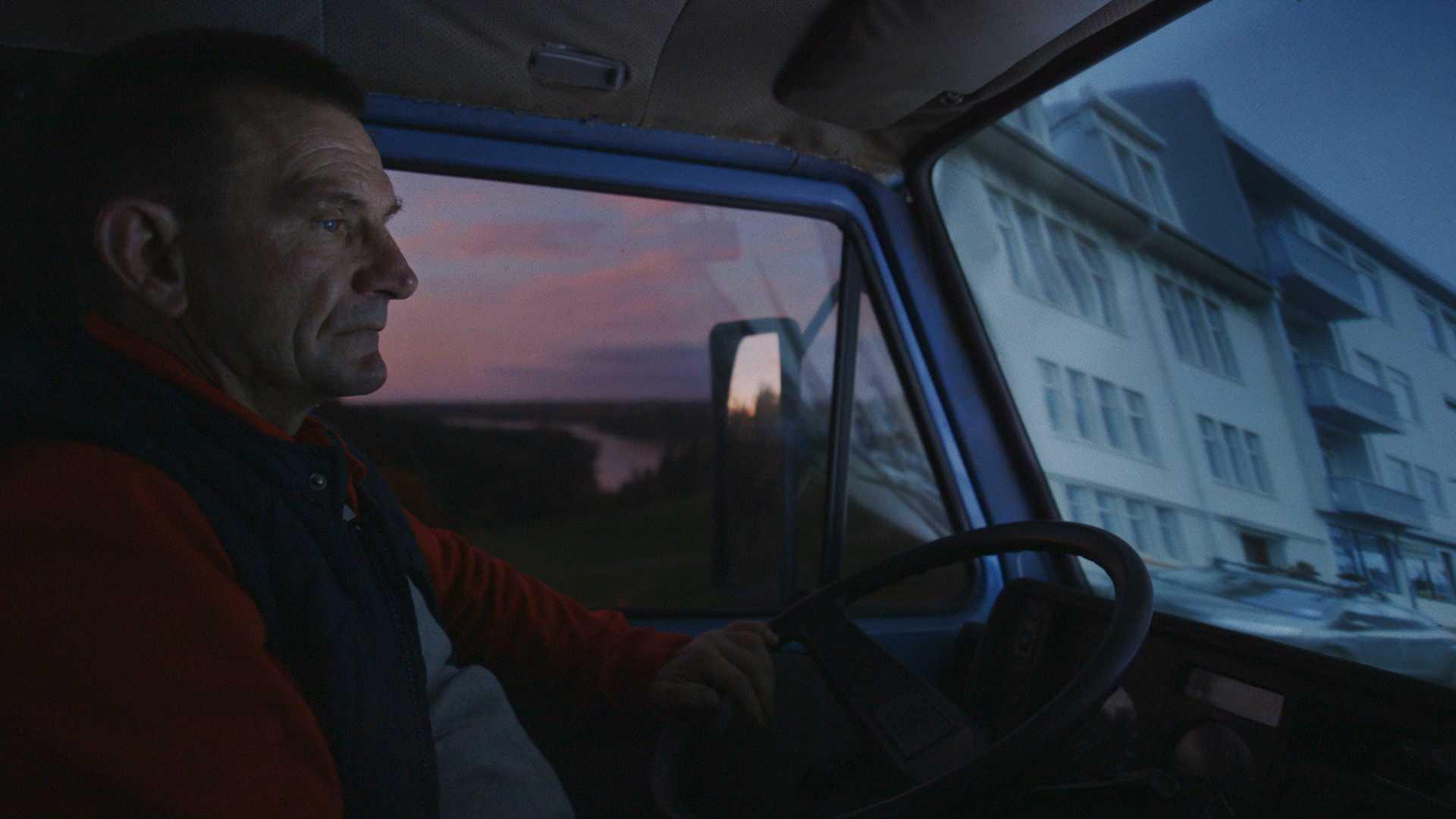 In Touch (2018) mengajak penonton memaknai relasi keintiman antara manusia dan teknologi.